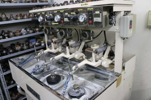 Lens grinding and polishing