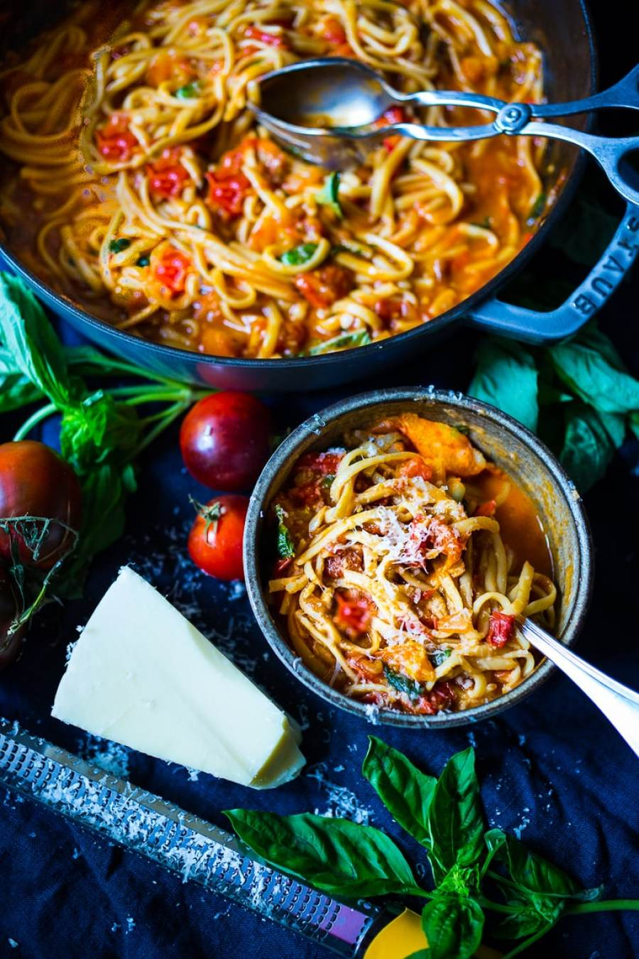 Spaghetti with Quick Fresh Tomato Sauce, Garlic and Basil- make in 25 minutes flat! | www.feastingathome.com