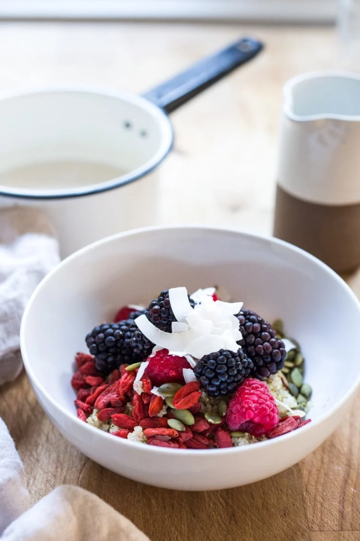 SUPERFOOD GOJI BERRY MORNING BOWL - 5 Morning Grain Bowls to prep ahead for the busy workweek. Healthy, gluten free and vegan adaptable. | www.feastingathome.com