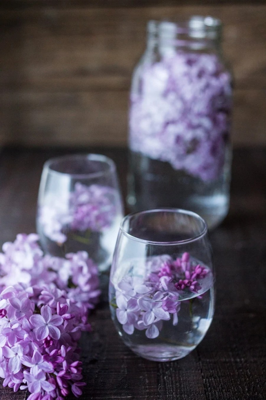 Lilac Water- water infused with lilac blossoms calms and restores the spirit. Perfect for weddings or celebrations, a lovely way to celebrate spring. | www.feastingathome.com #lilacwater