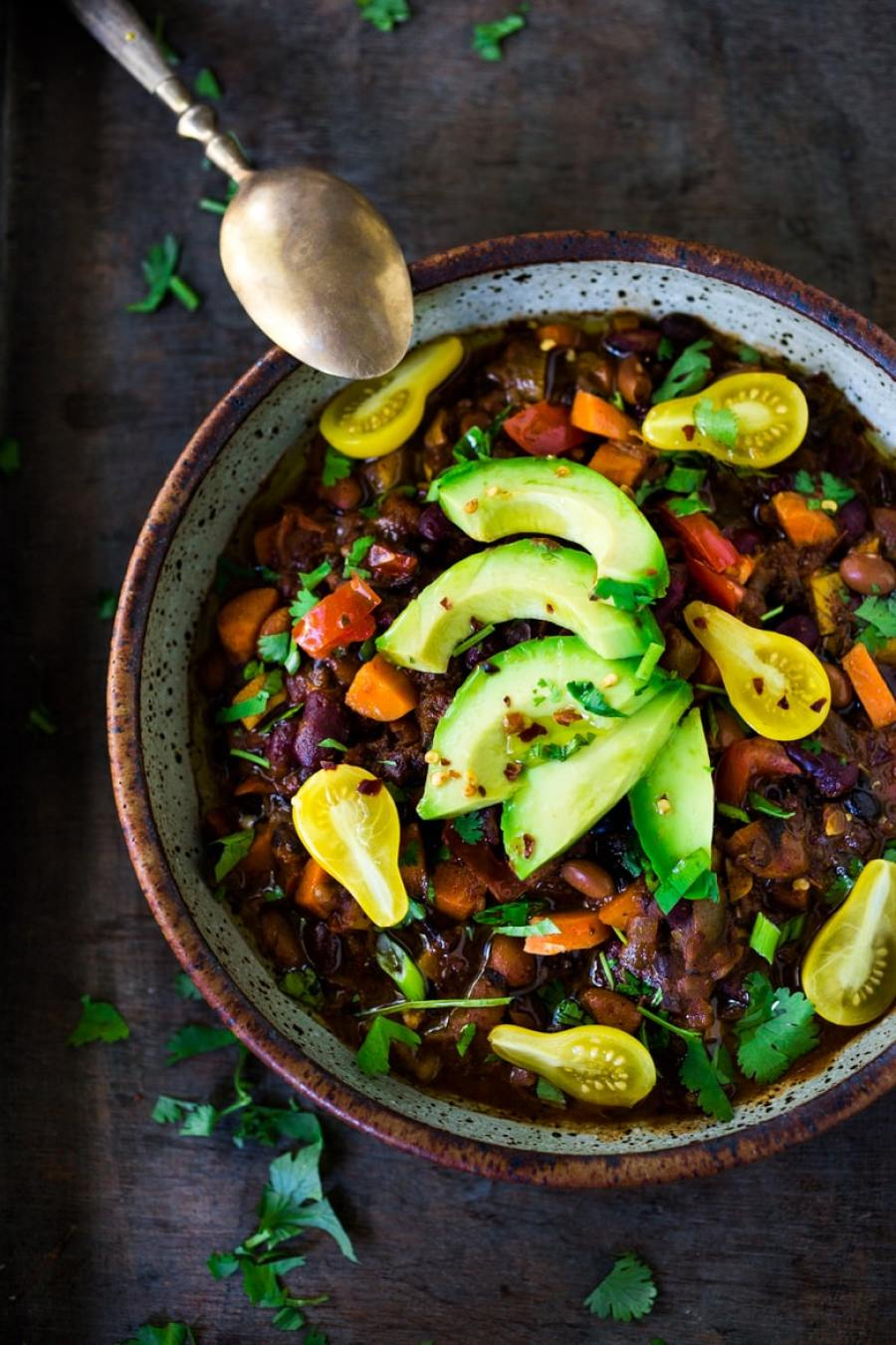 15 Cozy Fall Dinners that are MEATLESS!  Everyday Vegan Chili! Clean out your fridge and use all those stray veggies!