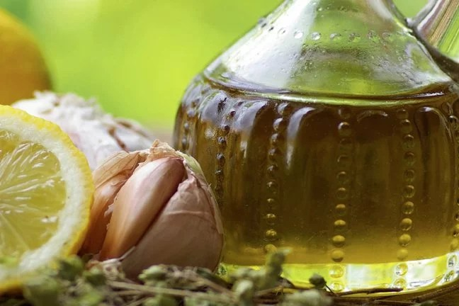home-made-salad-dressing_h-article