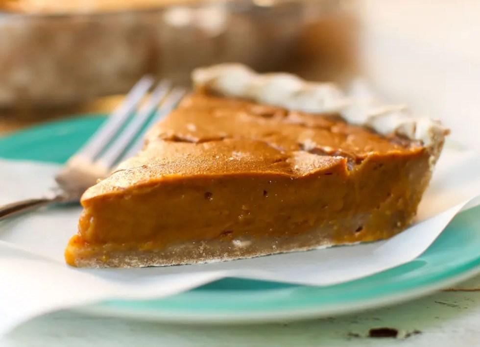 Fruit-Sweetened Pumpkin Pie - FeastingonFruit.com