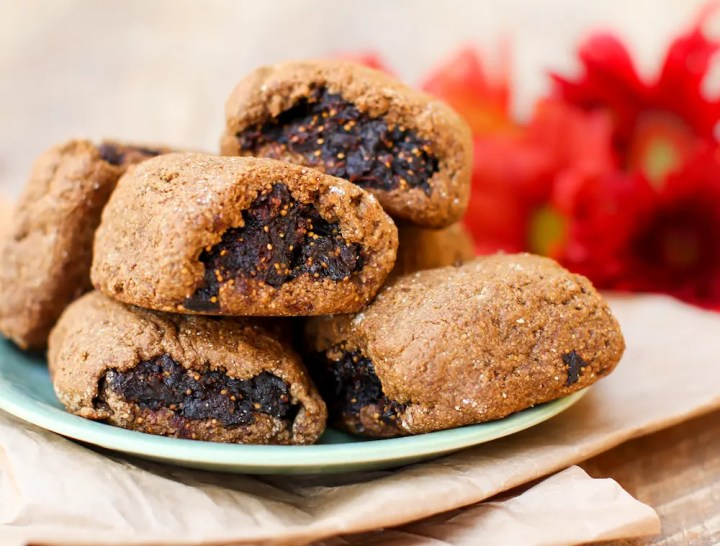 Gingerbread Fig Bars - FeastingonFruit.com