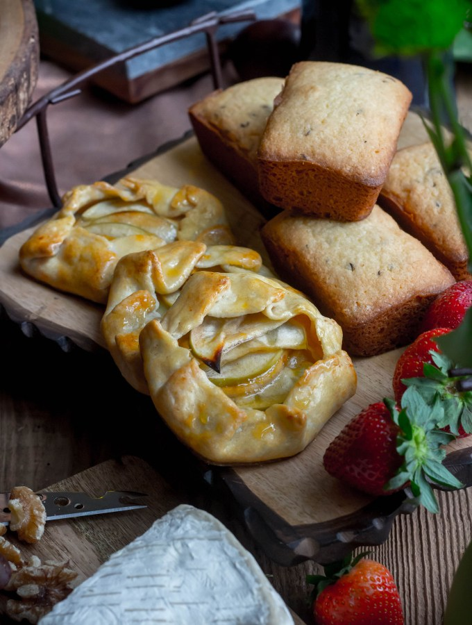 Dinner in Hobbiton for Hobbit Day - Apple Tart and Seed Cake recipes