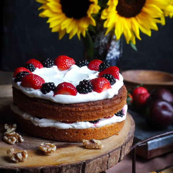 Dinner in Hobbiton for Hobbit Day - Cake with Whipped Cream and Berries recipe