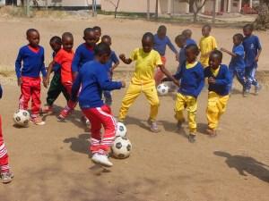 Visita del Real Madrid y nueva zona deportiva en la Escuela Infantil
