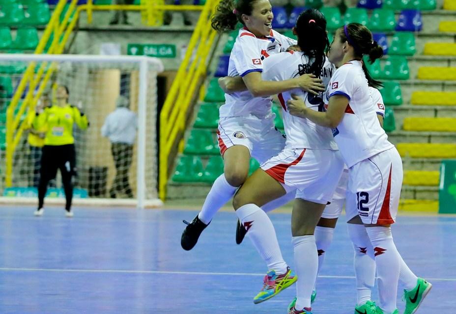 Femenina futsal saca primera victoria en Uruguay