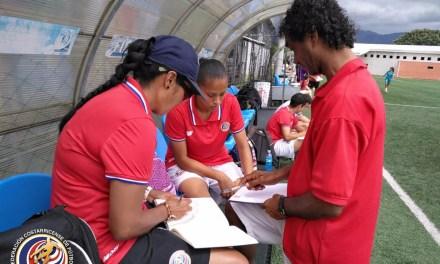 Capacitan técnicos de regionales femeninas