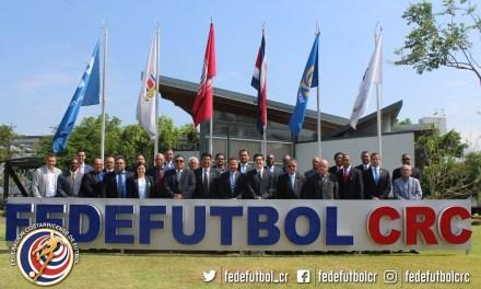 CONCACAF capacita a sus comisarios en la FEDEFUTBOL
