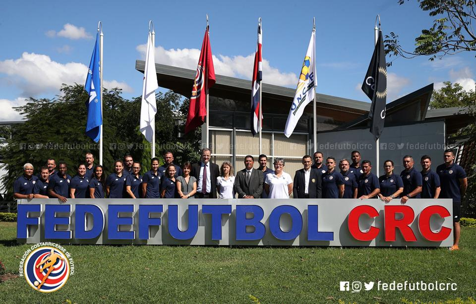 Fútbol femenino se capacita con Federación Francesa