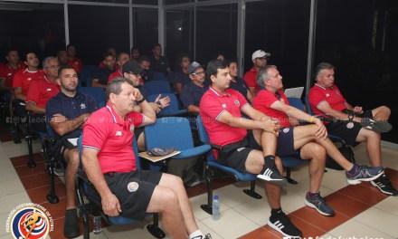FEDEFUTBOL capacita a entrenadores de regionales