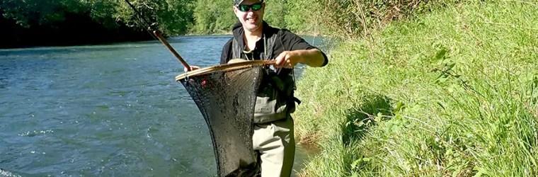Lionel ARMAND et une truite capturée aux appâts naturels en dérive courant mai 2018