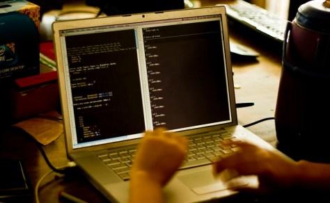 Ordenado desarrollo web en varios idiomas