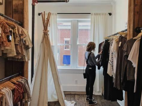 Aumentar las ventas en la tienda online. Comprando en tienda.