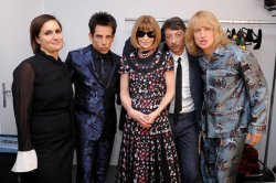 holding-zoolander-anna-valentino-paris-fashion-week
