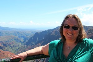 Clare at Puu Hinahina lookout over Waimea canyon