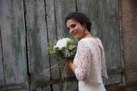 robes de mariée en dentelle et crêpe par Fée au Château couturière 78 92