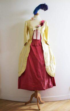 costumes et parures florales historiques par Fée au Château costumière à Versailles