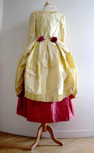 robe à la polonaise par Fée au Château couturière costumière à Versailles