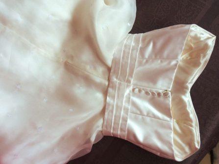 robe de mariée en satin et organza de soie par Fée au Château couturière à Versailles