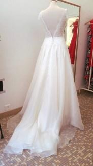 Robe de mariée en dentelle rebrodée par Fée au Château couturière à Versailles