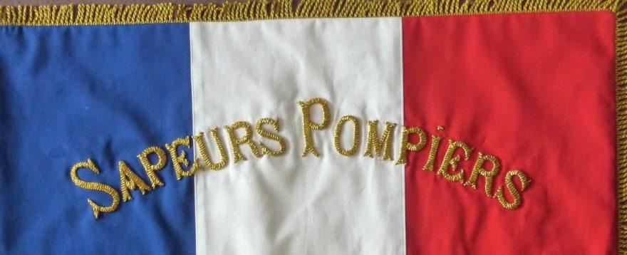 Borderie d'or par Fils et Fantaisie sur drapeau par Fée au Château