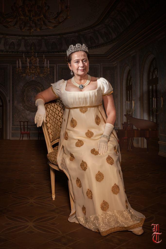 Robe empire sur mesure par Fée au Château costumière à Versailles