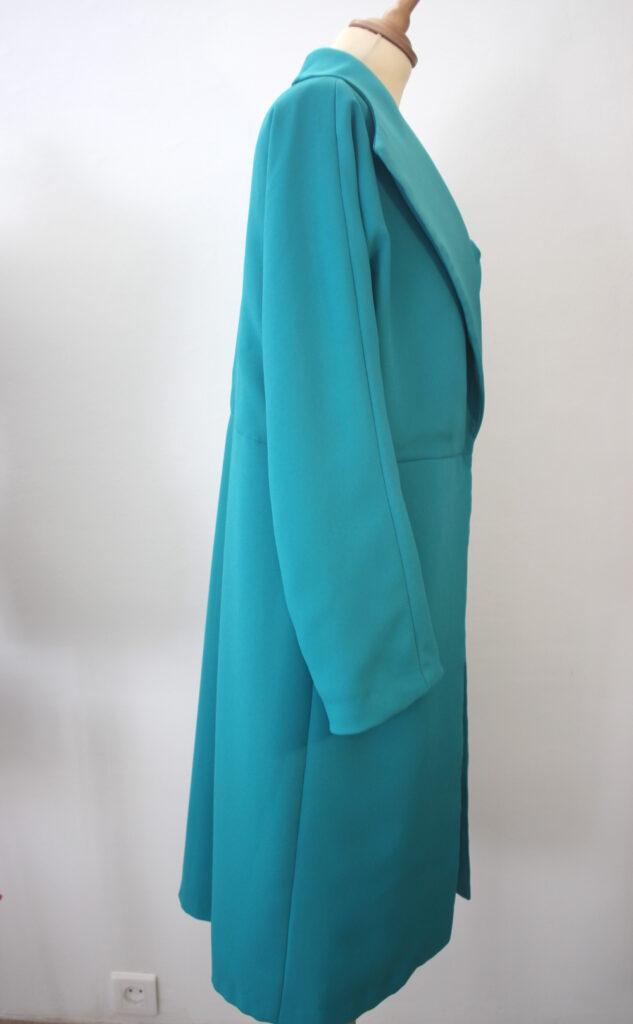 Manteau en crêpe envers satin réalisée entièrement par Fée au Château vos créations couture à Versailles