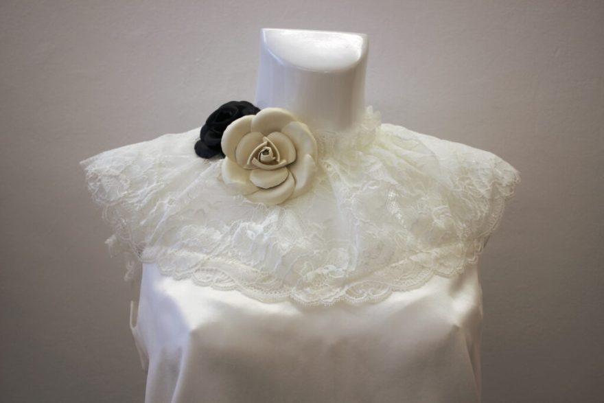 Parure florale sur top en soie et dentelle par Fée au Château vos créations couture à Versailles