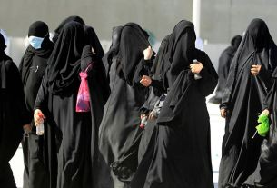 saudi-arabia,women , painting