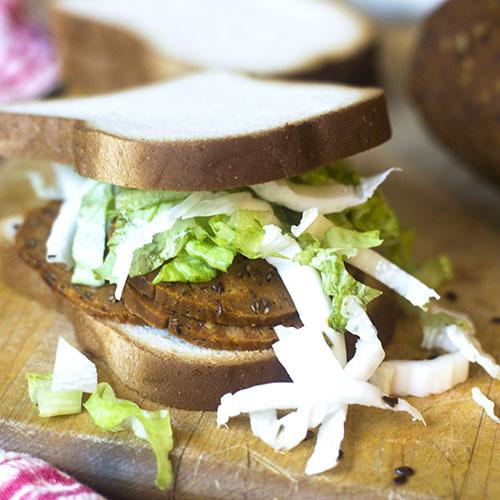 Vegan Gluten Free Pastrami Sandwich #vegan #glutenfree #pastrami #sandwich | feedyoursoul2.com