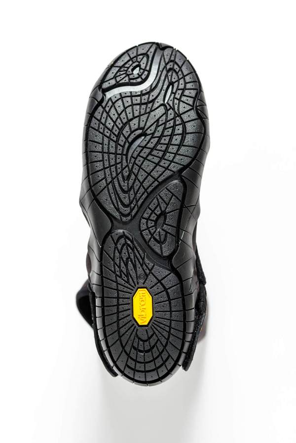 Vibram_furoshiki_Eastern_Traveler_Black_sole