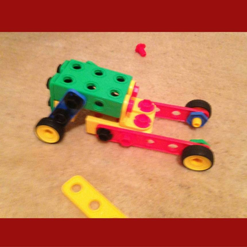 Car-Made-From-Creative-Builder-Set