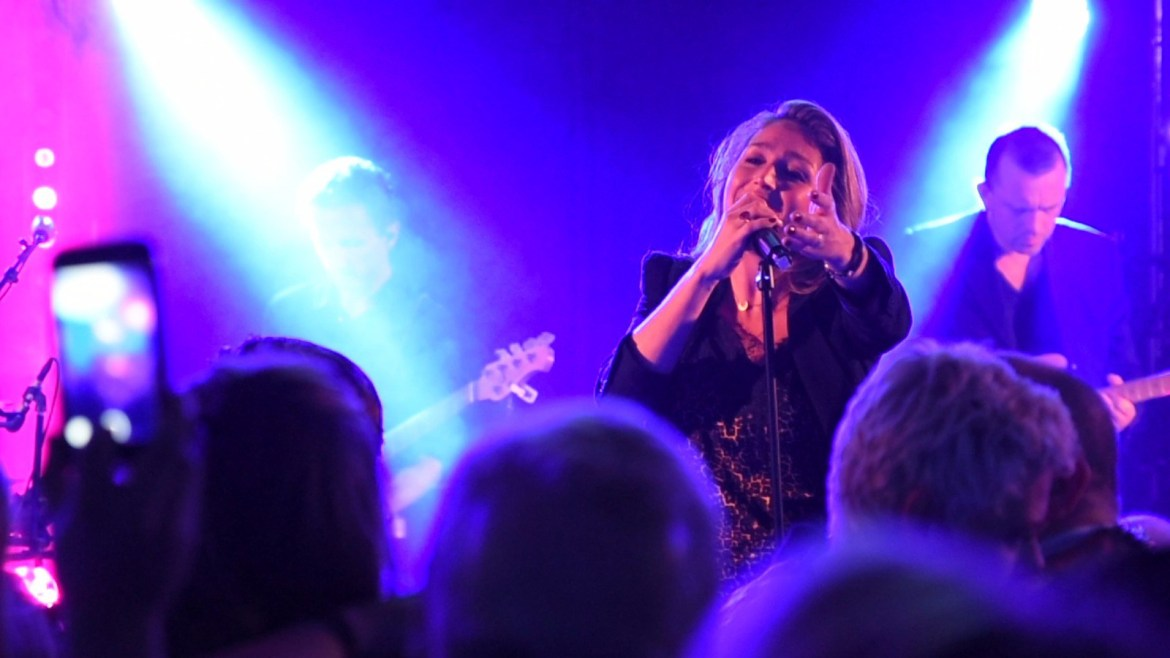 Artiest zangeres Do boeken met live band