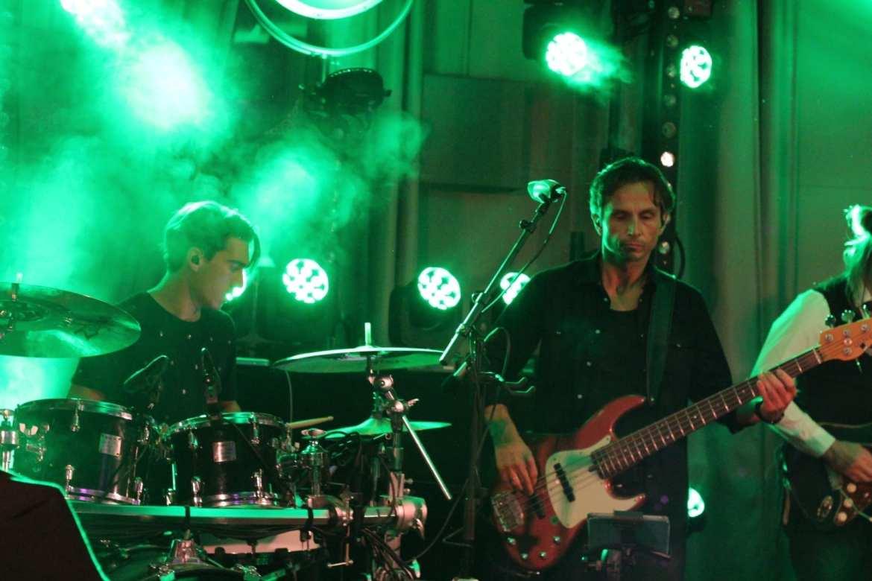 Feest Tummers Machinebouw samen met Xander de Buisonjé in de Raayberg Bergen Op Zoom feestband.com