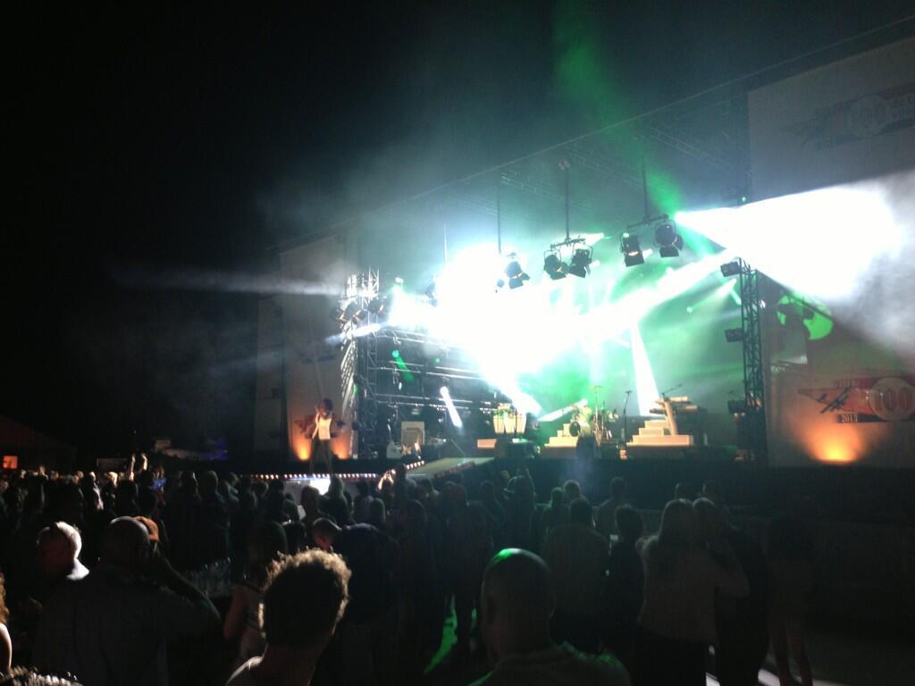 Leona Philippo boeken met live band