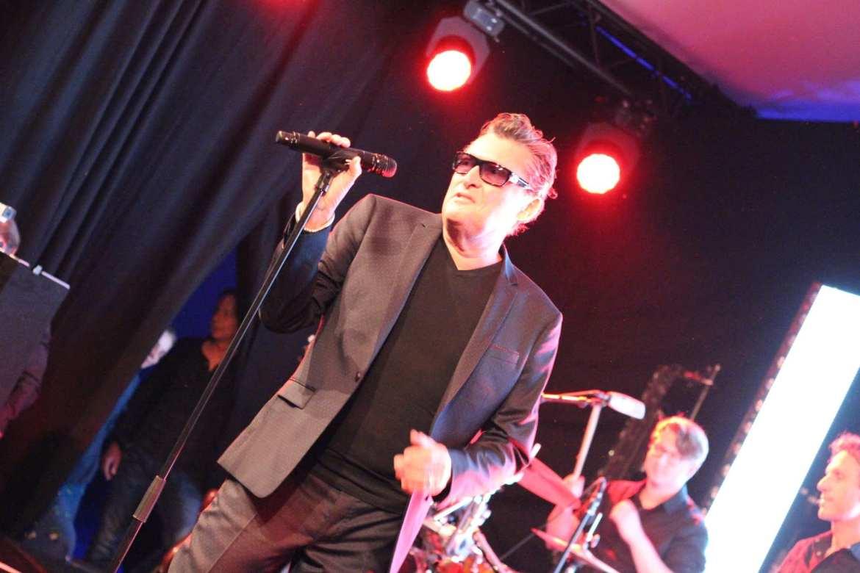 Barry Hay rockt op prive-feest met klassieker Radar Love | feestband.com