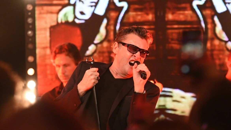 Barry Hay viert feest Mandemakers met klassieker Radar Love | feestband.com