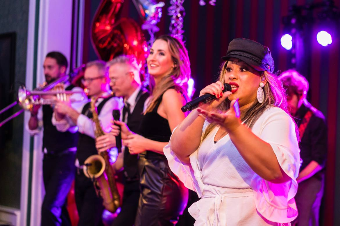 Big Band Boston Tea Party viert een feestje met Redwood in Duitsland | feestband.com