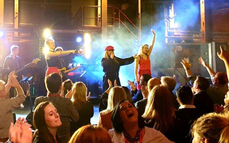 SugarCity stralend middelpunt internationaal feest FIDI met optreden Boston Tea Party   feestband.com