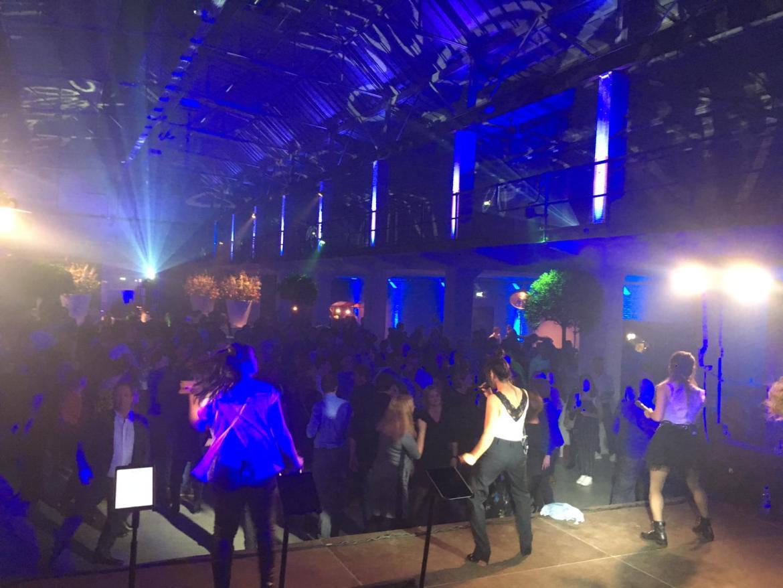 Toppoint's opening nieuwe locatie Hengelo groot succes met Boston Tea Party | feestband.com