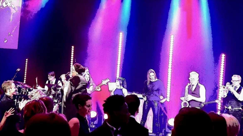 Shirma Rouse en Boston Tea Party swingend op gala van FC Eindhoven | feestband.com