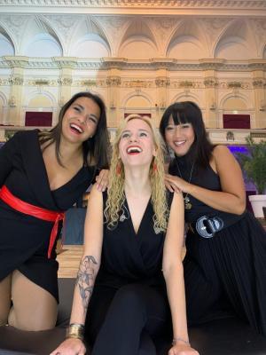 IV-groep viert 70 jaar jubileum in het Concertgebouw met zangeres Shirma   feestband.com