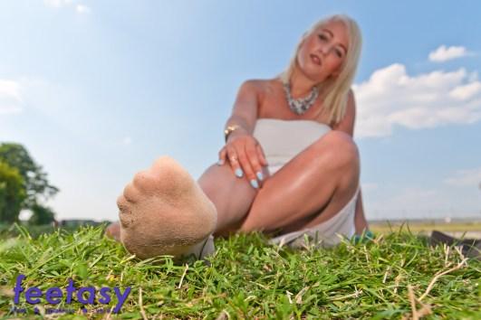 Giantess sweaty socks