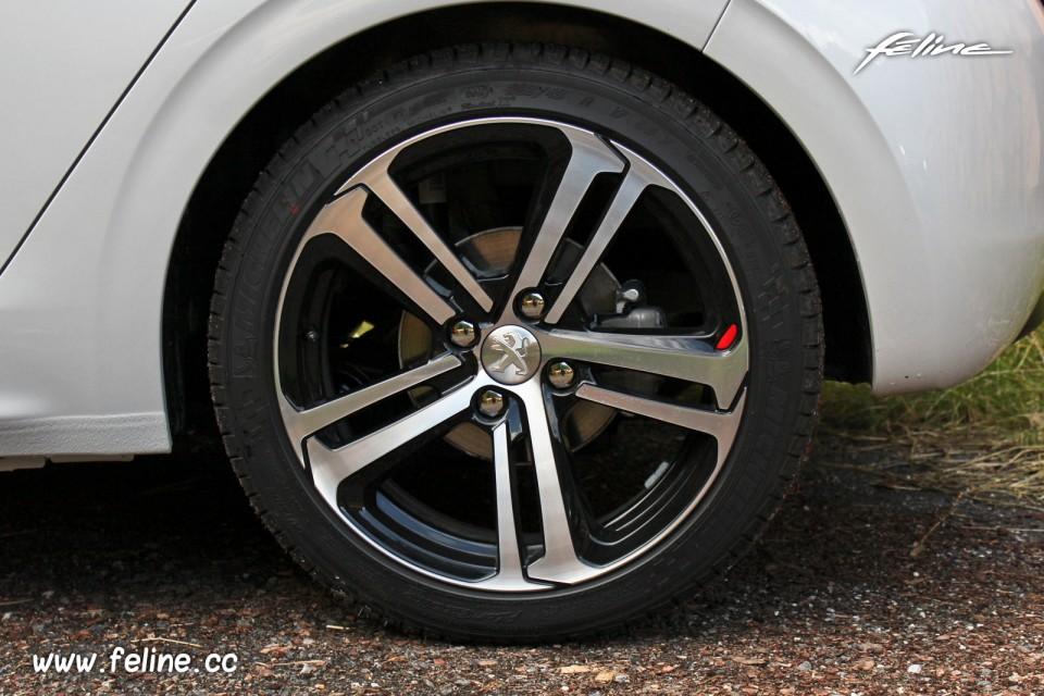 Photo Jante Aluminium Caesium 17 Peugeot 208 GT Line Blanc
