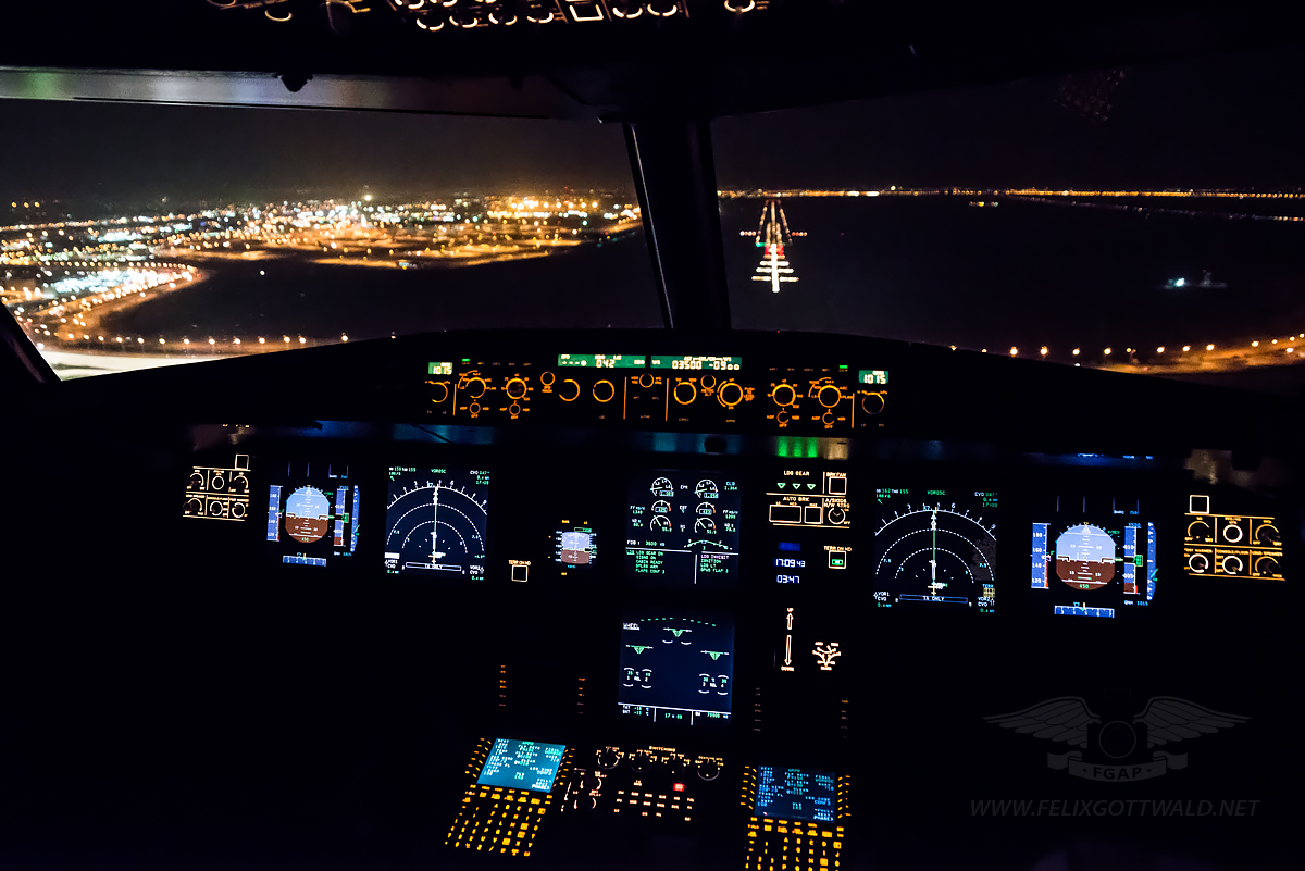 Lufthansa A321-200 night approach to Cairo