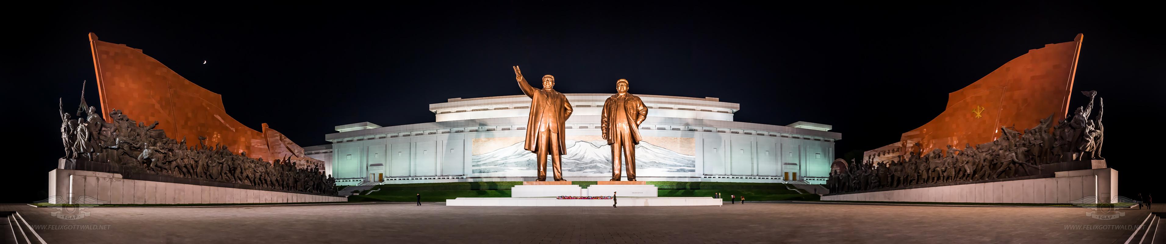 Pyongyang at night - Mansudae Mansu Hill Grand Monument - Panorama