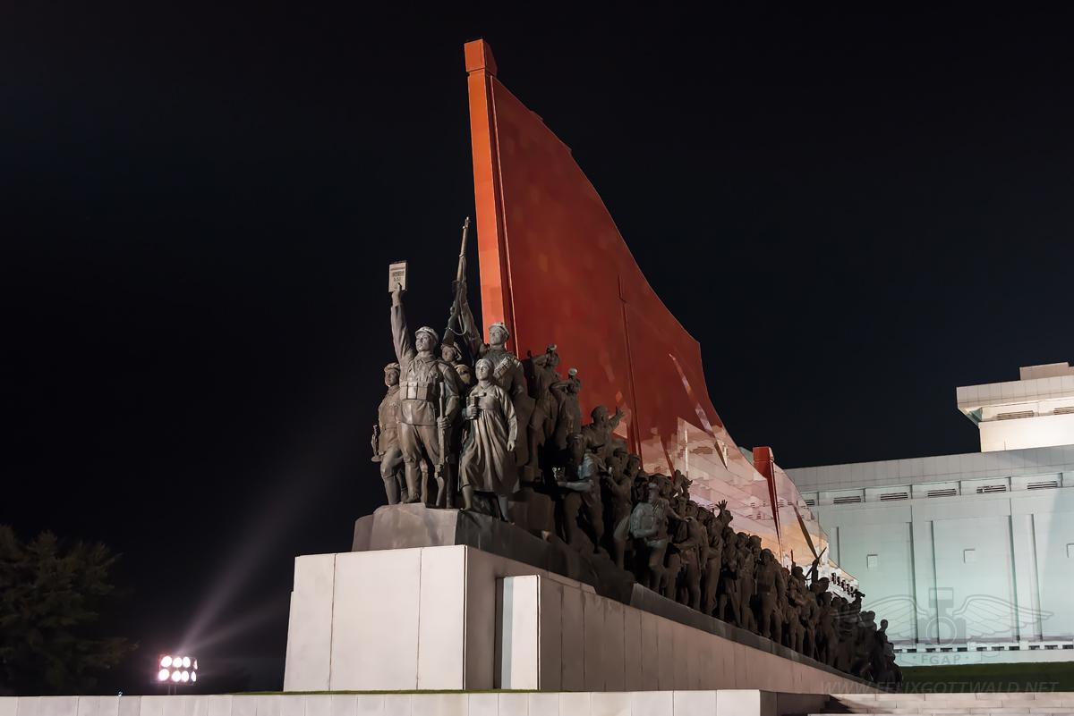 Pyongyang at night - Mansudae Mansu Hill Grand Monument - Socialist revolution