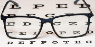 Presbiopia: Sintomas e tratamento